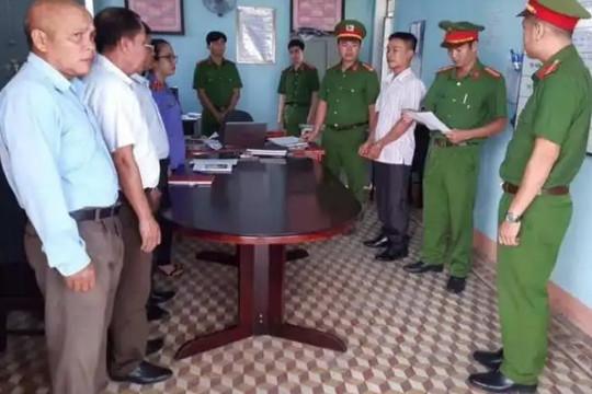 Bắt tạm giam Phó Ban chỉ huy quân sự xã nhận hối lộ