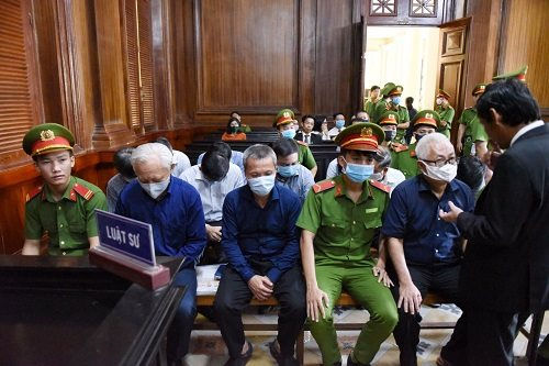 Ông Trần Phương Bình tiếp tục hầu tòa trong giai đoạn 2 của vụ án tại Ngân hàng Đông Á