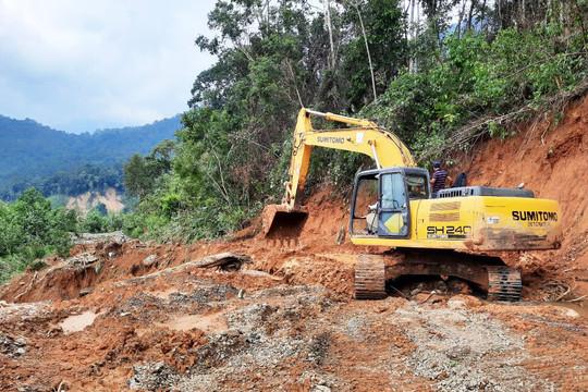 Đã thông tuyến vào xã bị cô lập do mưa lũ ở Quảng Nam