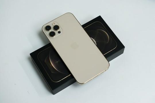 """iPhone 12 Pro Max""""xách tay"""" mất giá chục triệu đồng"""