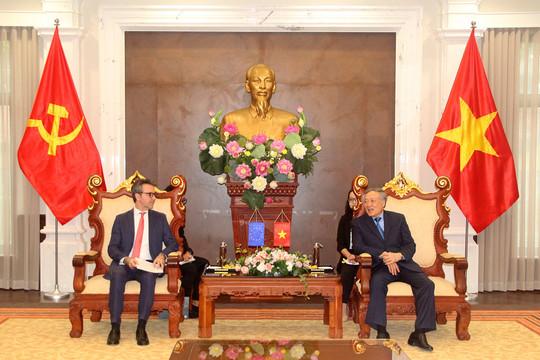 Chánh án TANDTC Nguyễn Hòa Bình tiếp Đại sứ - Trưởng phái đoàn Liên minh châu Âu (EU)