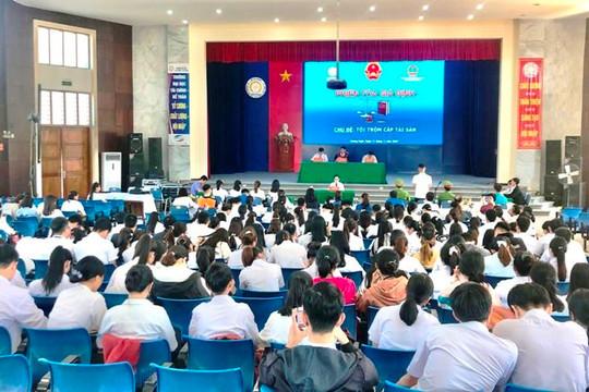 TAND tỉnh Quảng Ngãi tổ chức phiên tòa giả định, tuyên truyền pháp luật cho sinh viên
