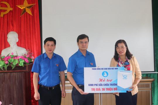 Gần 5.000 bộ đồ dùng học tập tặng cho 3 tỉnh miền Trung