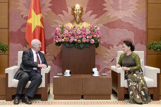 Chủ tịch Quốc hội Nguyễn Thị Kim Ngân tiếp các đại sứ Nga và Cuba