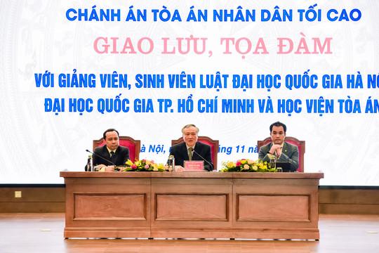 Chánh án TANDTC Nguyễn Hòa Bình giao lưu, tọa đàm với giảng viên, sinh viên ngành Luật