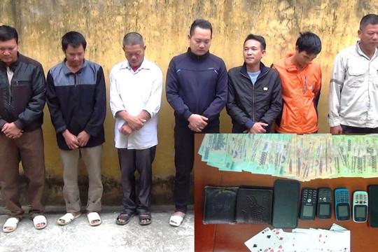 Bắt chủ nhà cùng 6 khách mời đánh bạc trong tiệc tân gia