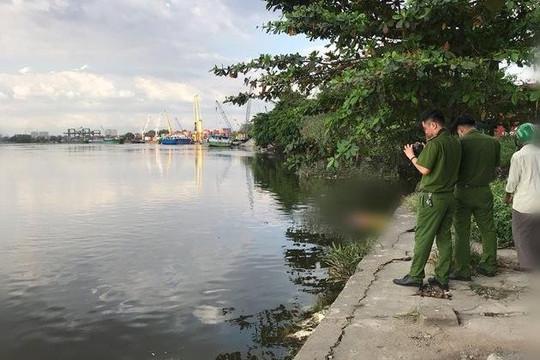 Phát hiện thi thể phụ nữ mất tay trên sông