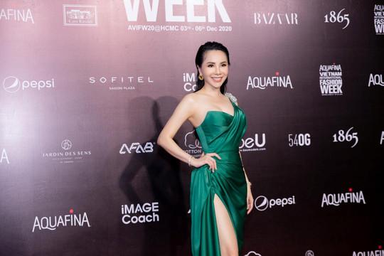 Hoa hậu Châu Ngọc Bích diện váy gợi cảm chấm thi Hoa hậu Doanh nhân Việt Nam Toàn cầu 2020