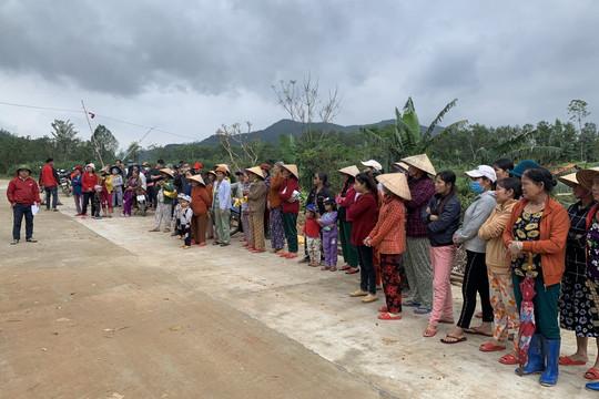 165 suất quà đến với bà con nghèo ở huyện miền núi của Quảng Nam