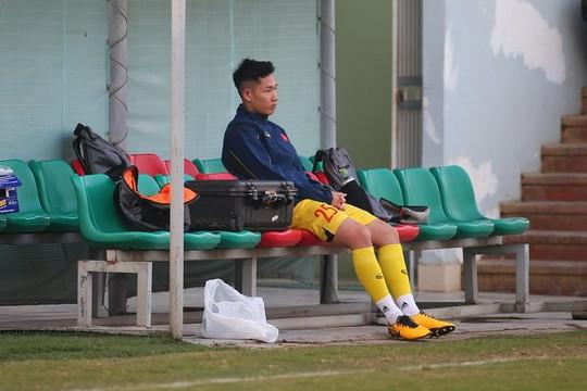 Hai Long chấn thương nặng phải chia tay đội tuyển Việt Nam