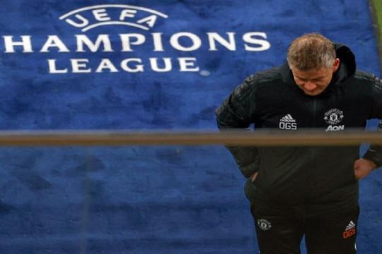 """Man United bị loại: Cuộc phiêu lưu của những """"gã hề"""""""