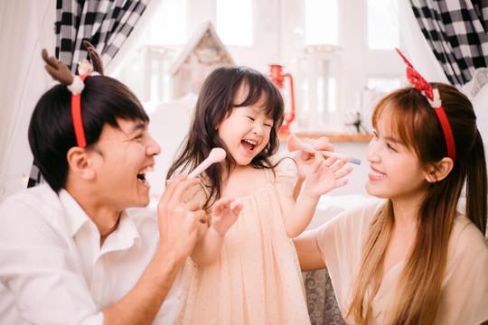 Tổ ấm hạnh phúc ngoài đời của cặp đôi Tú Vi – Văn Anh