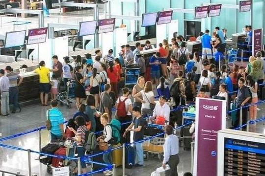 Hạn chế người đón, tiễn tại sân bay dịp Tết Nguyên đán 2021