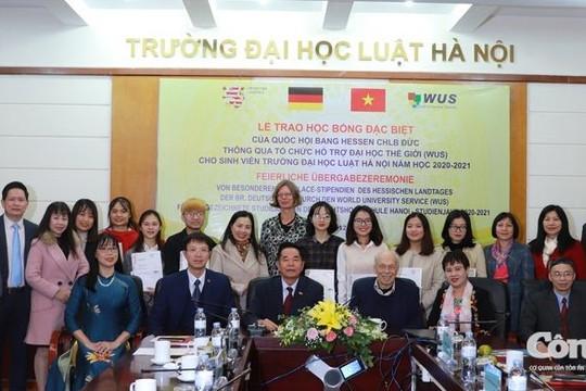 Quốc hội bang Hessen trao học bổng cho sinh viên ĐH Luật Hà Nội