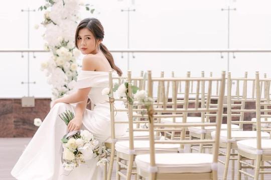 MC Thu Hoài tựa như nàng thơ trong bộ váy cưới