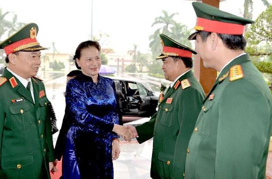 Chủ tịch Quốc hội: Giữ vững trận địa tư tưởng của Đảng trong lực lượng vũ trang Quân khu