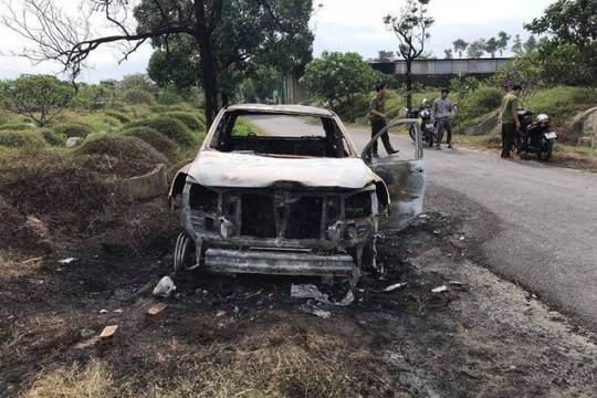 Mâu thuẫn với vợ, người đàn ông châm lửa đốt ô tô