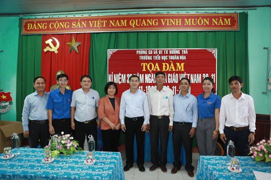 """Trung ương Hội Thầy thuốc trẻ Việt Nam khám bệnh, cấp phát thuốc miễn phí """"Vì người dân miền Trung"""""""