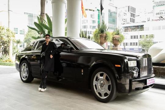 Nhà thiết kế Đỗ Mạnh Cường tậu xế hộp Rolls Royce Phantom nhân ngày sinh nhật