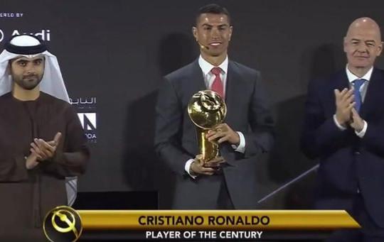 Đánh bại Messi, Ronaldo nhận giải 'Cầu thủ hay nhất thế kỷ'