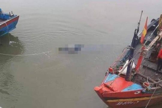 Đi đánh cá, phát hiện thi thể nam thanh niên trên biển