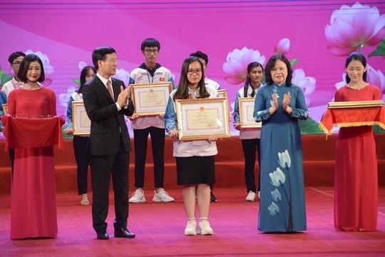 Vinh danh 130 HSSV  học tập và làm theo tư tưởng, đạo đức phong cách Hồ Chí Minh