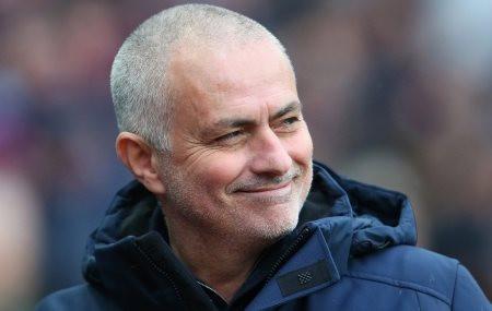 """Mourinho lại """"cà khịa"""" cầu thủ Man United"""