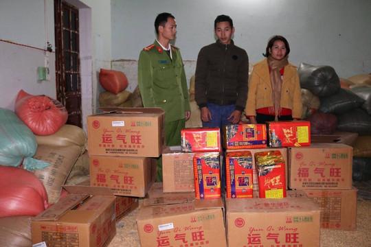 Bắt giữ hơn 200kg pháo nổ được ngụy trang trong xe chở thóc tại Điện Biên