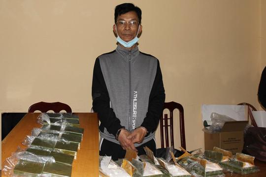 Hà Nam: Bắt đối tượng vận chuyển 14 bánh heroin