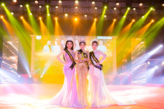 Bùi Kim Thảo đăng quang Nét đẹp công sở 2020