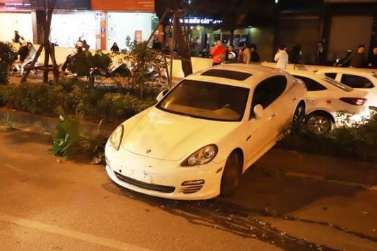 """Tình tiết bất ngờ trong vụ lái xe Porsche """"nghi đột quỵ"""" mất lái cày nát dải phân cách"""