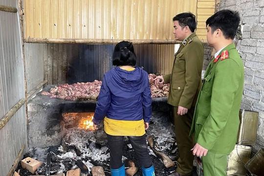 Thanh Hóa: Đột kích lò sản xuất mỡ bẩn trong trang trại bỏ hoang