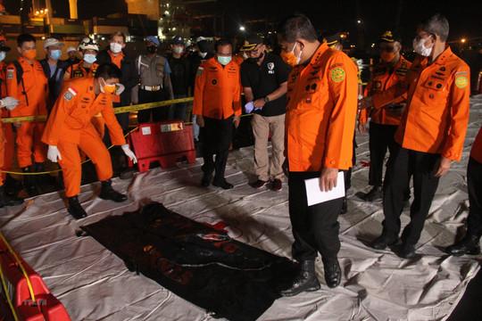 Indonesia phát hiện các phần thi thể nạn nhân vụ rơi máy bay
