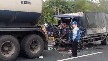 Tông vào đuôi xe bồn trên cao tốc, nam tài xế tử vong trong cabin
