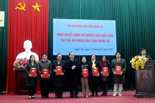TAND tỉnh Nghệ An: Công bố và trao Quyết định bổ nhiệm Hòa giải viên