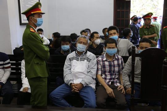 Hoãn xét xử sơ thẩm vụ Trịnh Sướng và đồng phạm sản xuất xăng giả