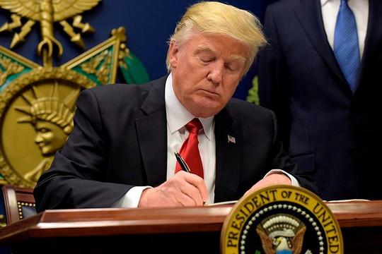 Tổng thống Trump ký sắc lệnh cấm mua UAV từ Nga, Trung Quốc