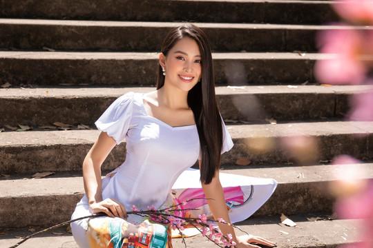 Hoa Hậu Tiểu Vy khoe nhan sắc thuần khiết trong BST áo dài xuân