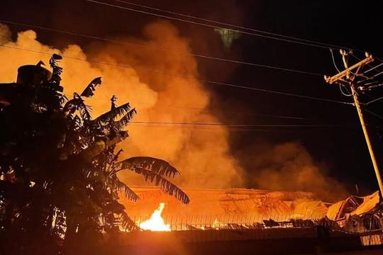Công ty gỗ chìm trong biển lửa