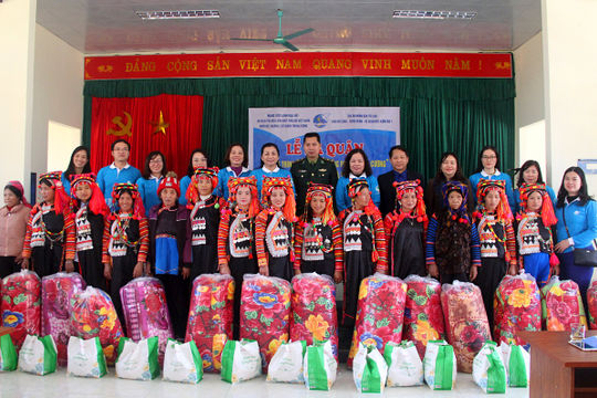 """Chương trình """"Tết ấm"""" của Trung ương Hội LHPN Việt Nam tại Lai Châu"""