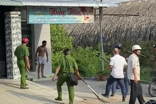 Đối tượng nghi ngáo đá cầm búa tấn công khiến nhiều người bị thương