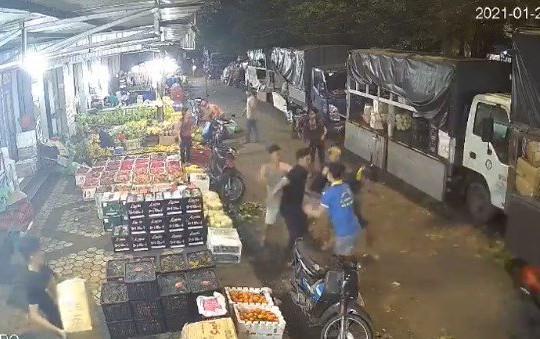 Nam thanh niên bị đâm gục ở chợ đầu mối Tân Biên