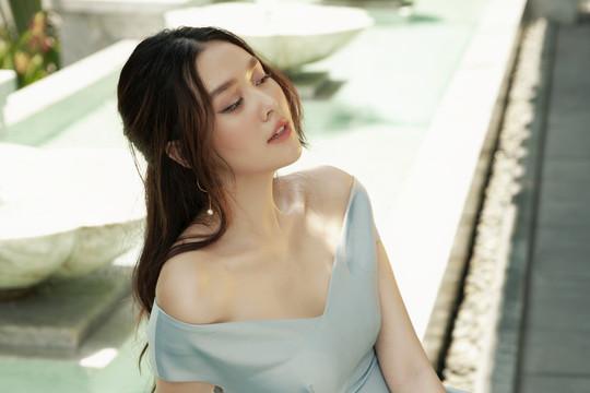 Khoe sắc trong bộ ảnh mới, Á hậu Tường San mỏng manh, cuốn hút như Song Hye Kyo