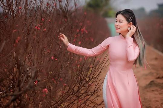 """""""Phù thủy tóc"""" Minh Phương khoe sắc khi diện áo dài thướt tha"""