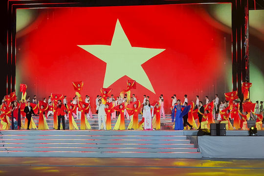 """Chương trình nghệ thuật đặc biệt """"Khát vọng - Tỏa sáng"""" mừng thành công Đại hội Đảng lần thứ XIII"""