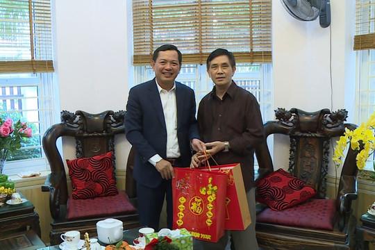 Phó Chánh án TANDTC Nguyễn Văn Du chúc Tết các gia đình nguyên lãnh đạo TANDTC