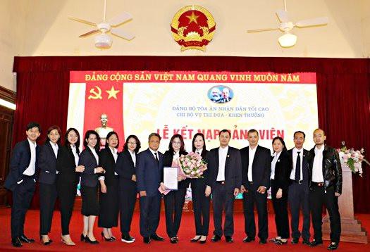 Chi bộ Vụ Thi đua-Khen thưởng TANDTC tổ chức Lễ kết nạp đảng viên mới