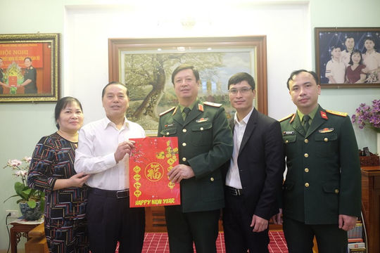 Phó Chánh án TANDTC Dương Văn Thăng chúc Tết gia đình các đồng chí nguyên lãnh đạo TANDTC, TAQS Trung ương
