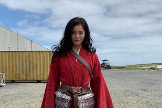"""Lưu Diệc Phi chính thức bị diễn viên đóng thế Mulan """"qua mặt"""" ở giải thưởng danh giá"""