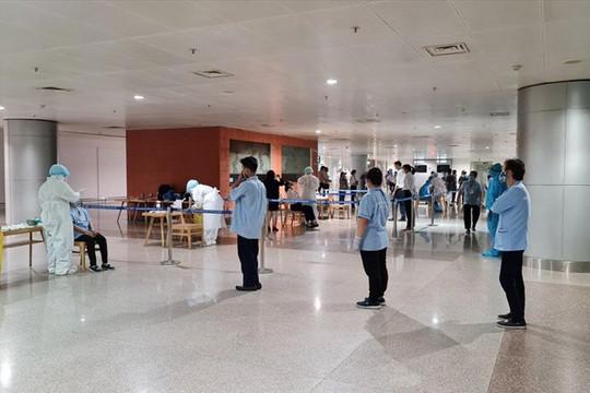 TP. HCM họp khẩn về ca nghi nhiễm là nhân viên sân bay Tân Sơn Nhất